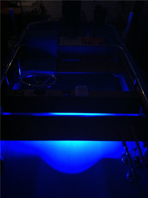 Whalercentral boston whaler boat information and photos for Boat lights for night fishing